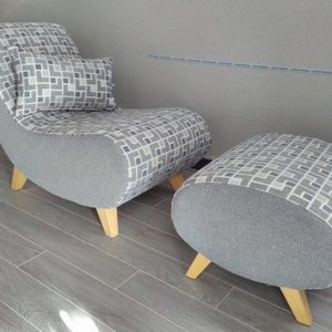 fauteuil de repos avec pouf
