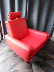 fauteuil_vintage_skaï_rouge_avec_repose_tete